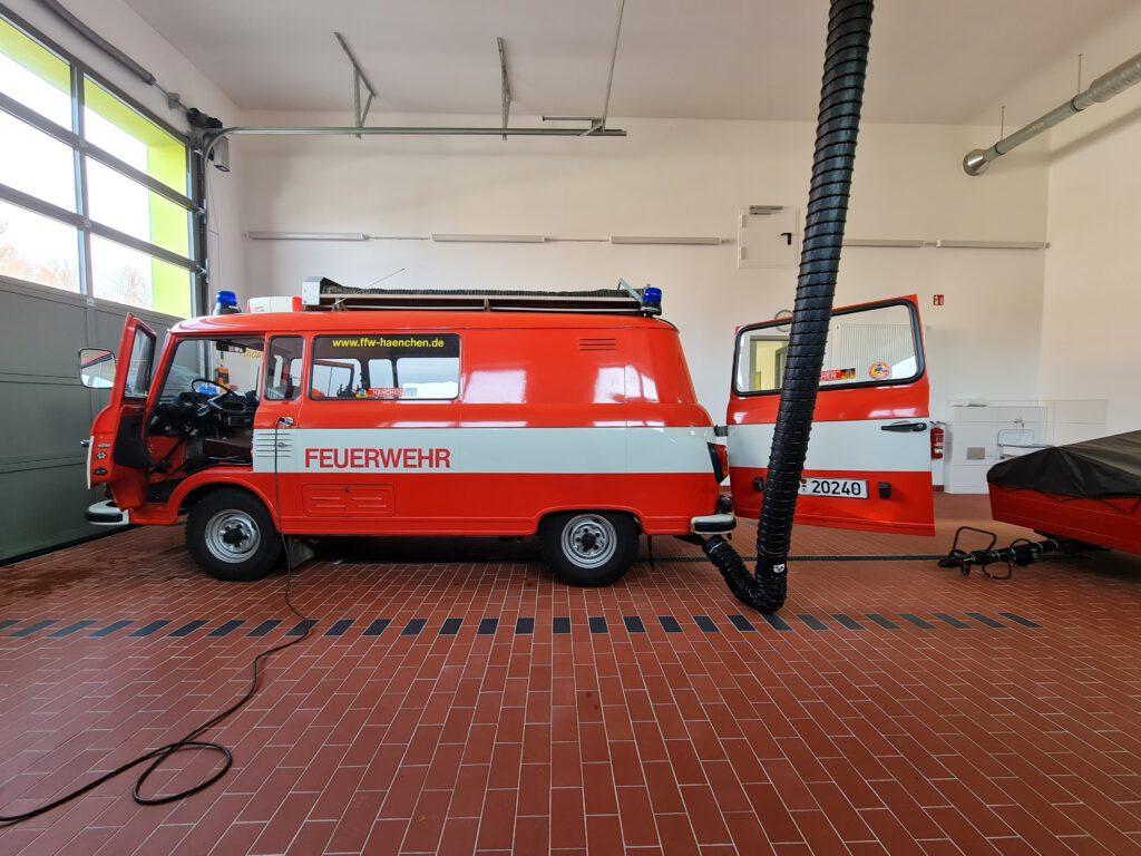 Feuerwehr im Gerätehaus.